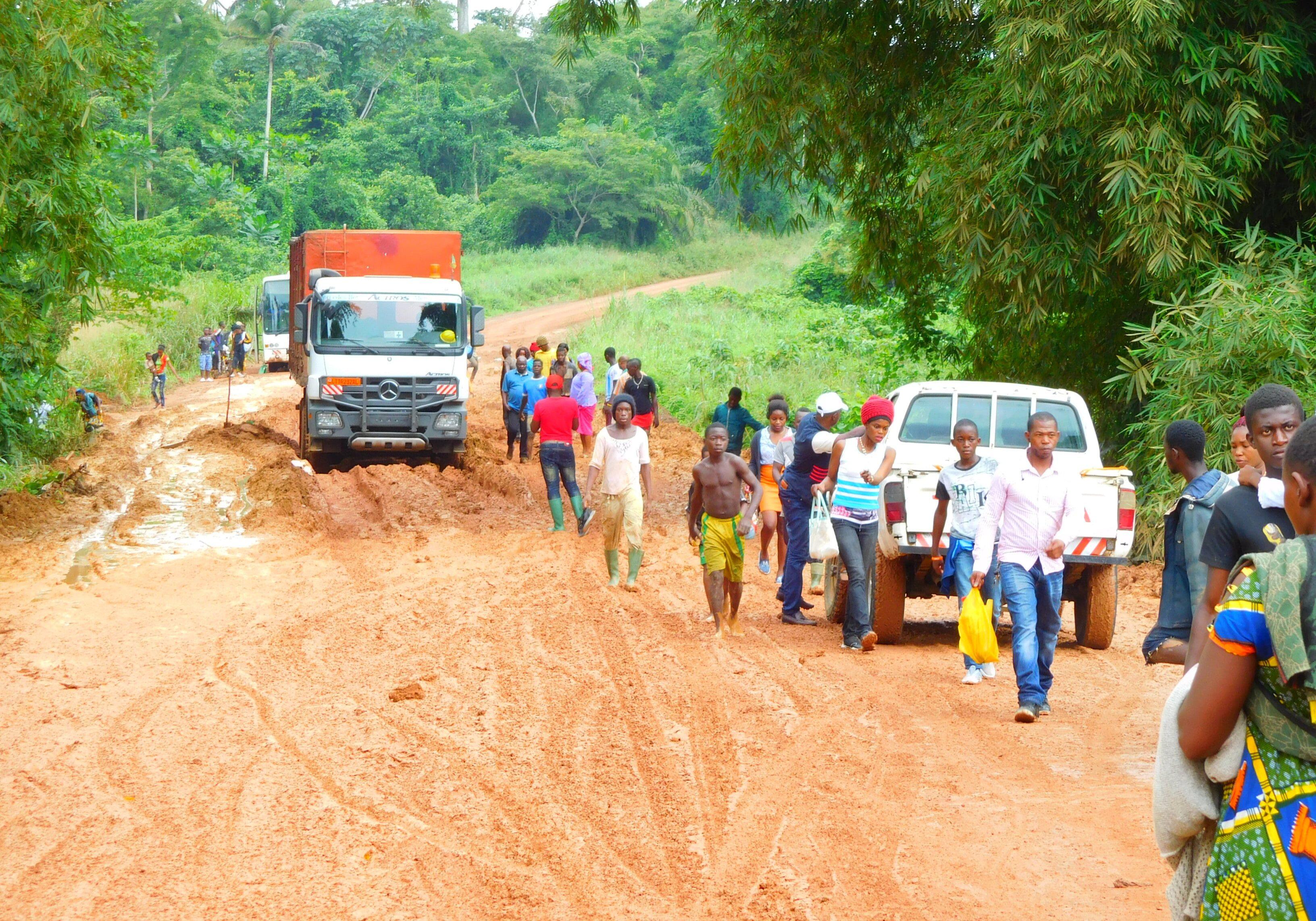 Cameroun-Route_nationale_3_à_la_saison_des_pluies_(2)